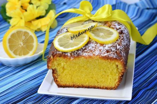 Влажный лимонный кекс с заливкой