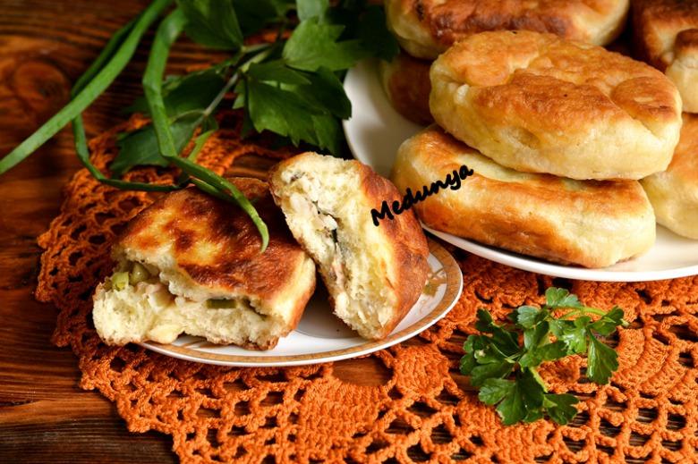 Пирожки со скумбрией, рисом и горошком