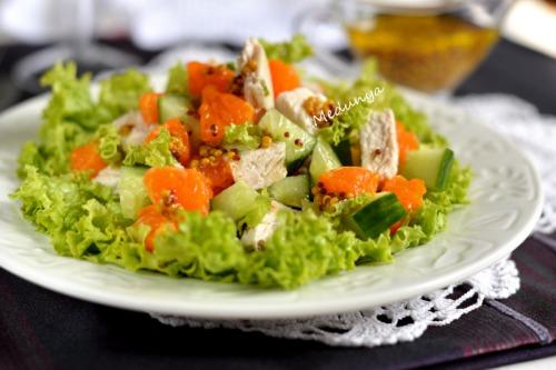 Салат с курицей и мандаринами