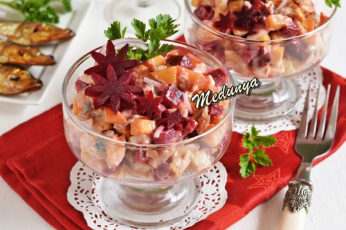Салат з копченою мойвою