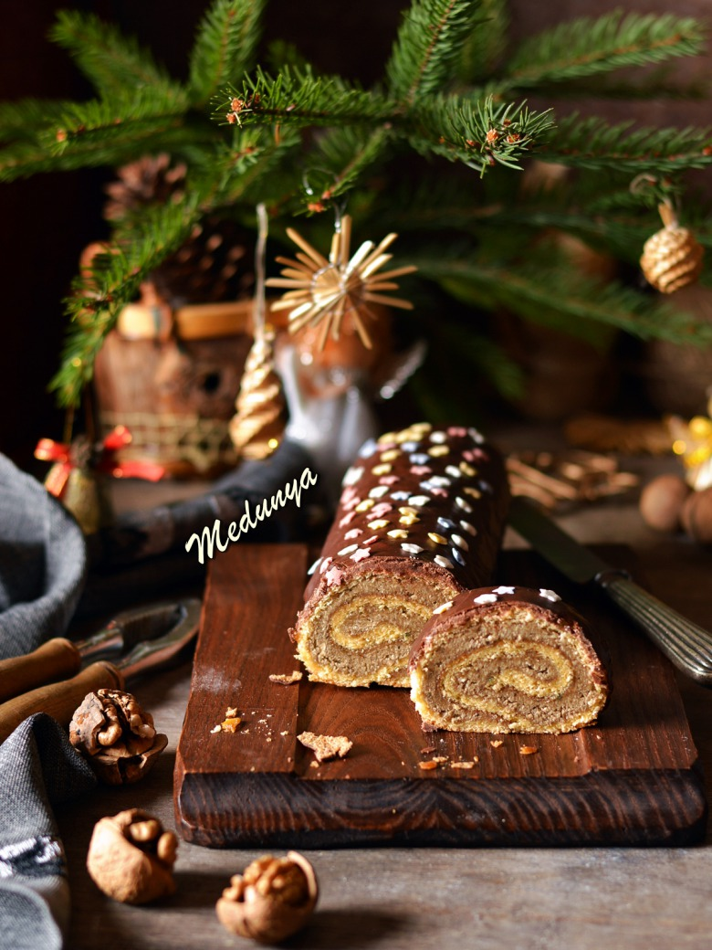 """Рулет """"Новогоднее полено"""" с халвой"""