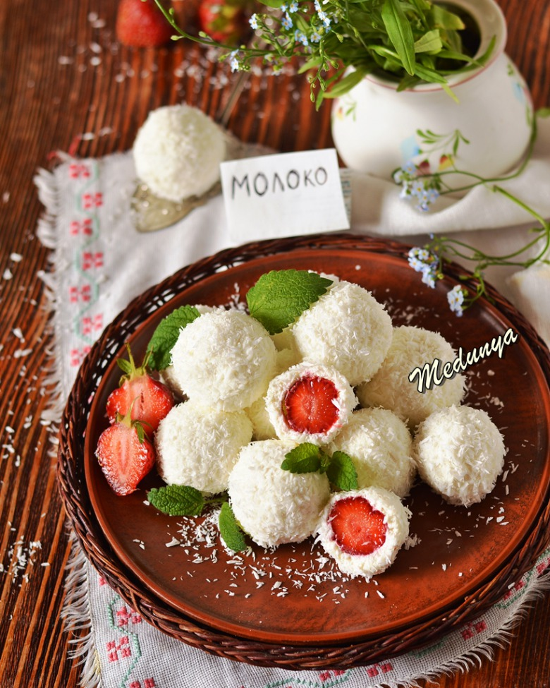 Корисні цукерки з кисломолочного сиру і полуниці