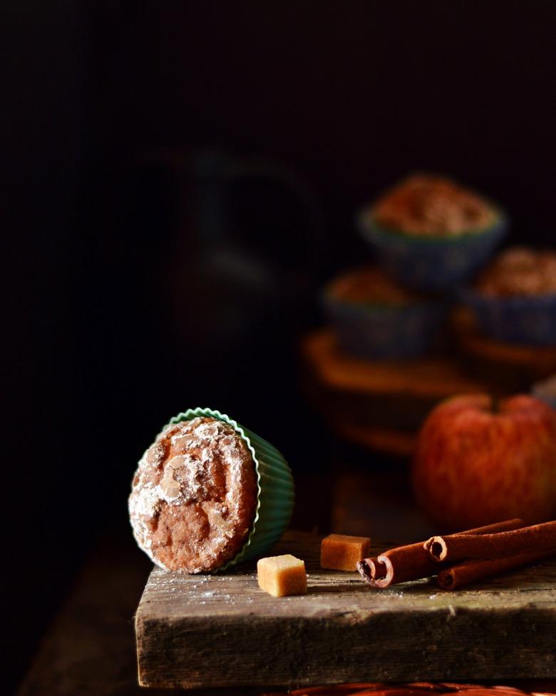 Яблучні мафіни з шапочкою із цукрової пудри і кориці
