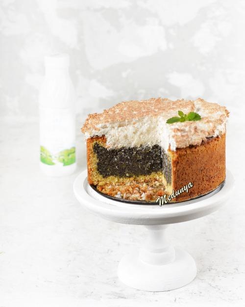 Маковый пирог с кокосовой пенкой