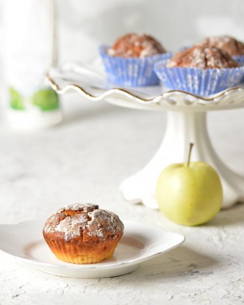Ніжні йогуртові мафіни з яблуками