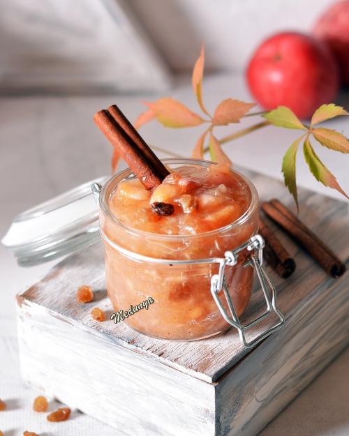 Консервована яблучна начинка для пирогів і пиріжків