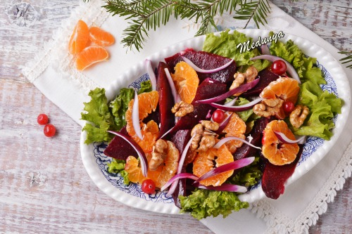 Салат з печеним буряком і мандаринами