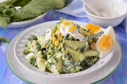 Салат з кропивою та яйцями
