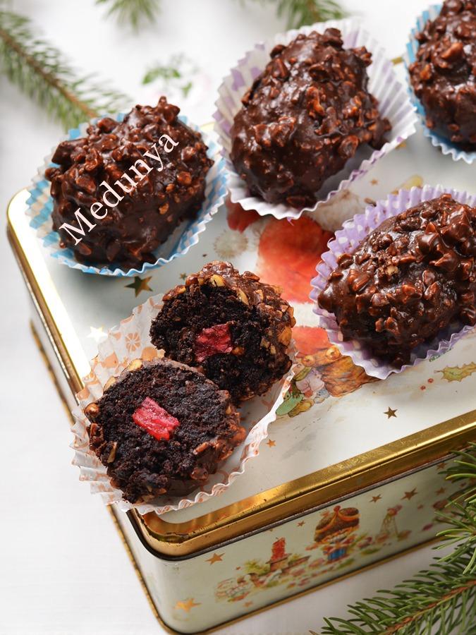 Шоколадне тістечко з вишневим желе