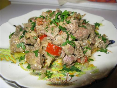 Печенка с репой и овощами в сметане