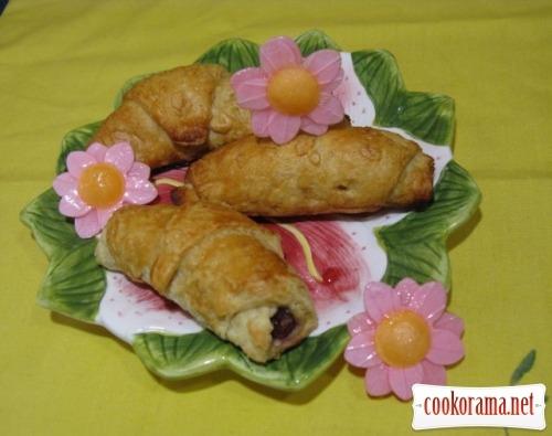 Круасани-булочки з шоколадно-горіховою начинкою