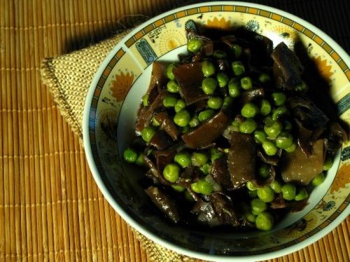 Зелений горошок з грибами муер
