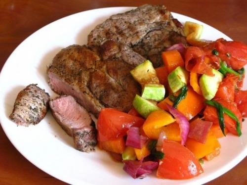 Мясо и салат гриль