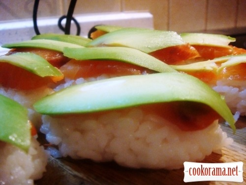 Nigiri-sushi with salmon (Syake) and.... avocado