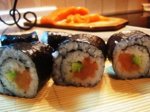 Роллы (катаное суши)