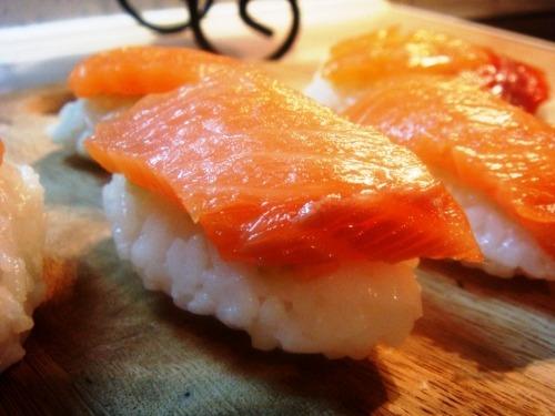 Nigiri-sushi with salmon (Syake) and.... avocado