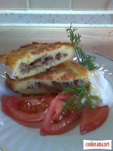 Картофельники с мясом и грибами