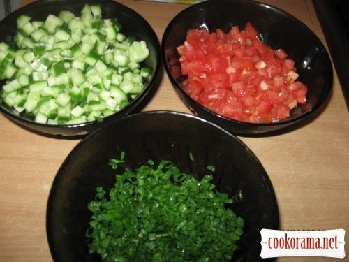 Весняний салат з творогом