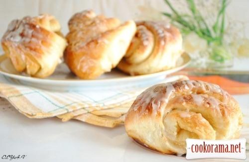 Карамельные булочки с глазурью