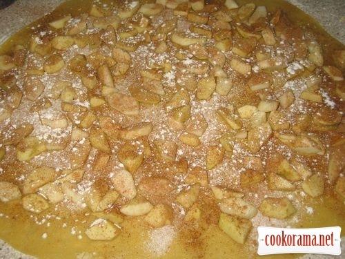 Яблучно-грушевий штрудель з корицею