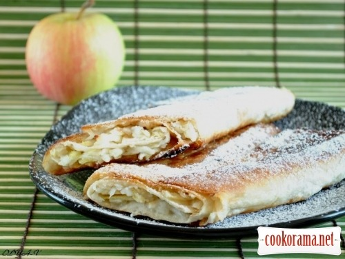 Quick apple rolls from pita for breakfast
