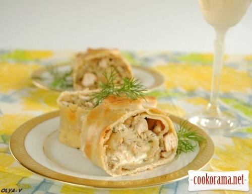 Штрудель с курицей, грибами и сыром