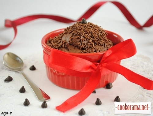 Mousse from chocolate and water