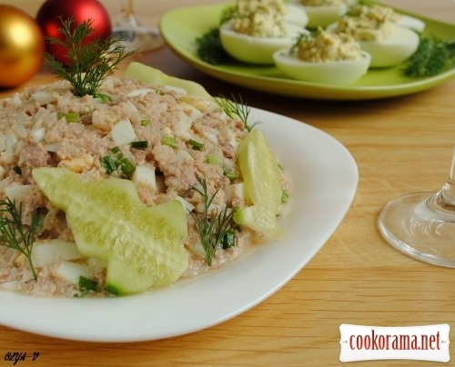 Salad from cod liver
