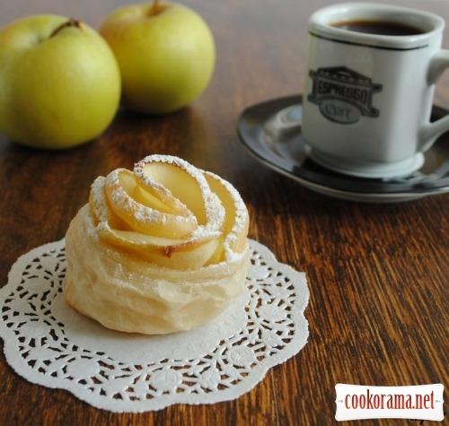 Слойки «Яблочные розочки»