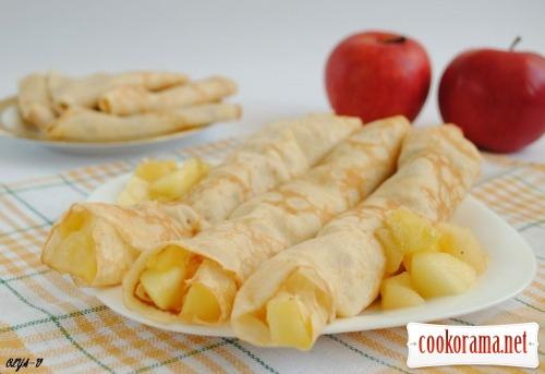 Млинці-крепи з яблучною начинкою