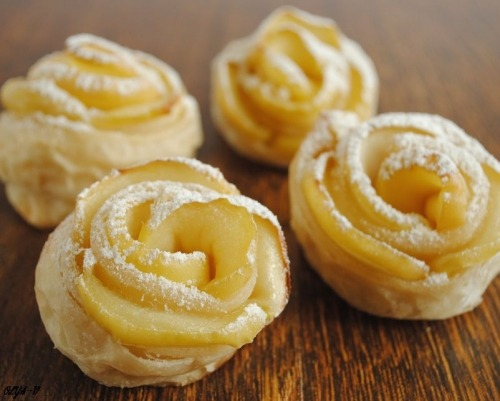 "Puffs ""Apple roses"""
