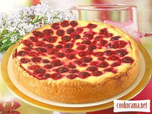 Пиріг-сметанник з ягодами