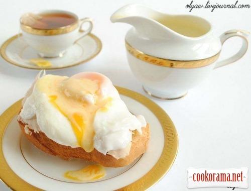 "Яйце ""Бенедикт "" з куркою"