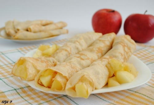 Apple filled pancake-crepes