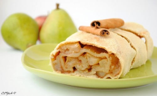 Apple-pear strudel with cinnamon