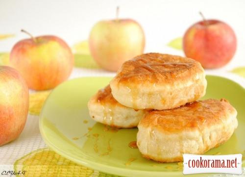 Пиріжки з яблуком