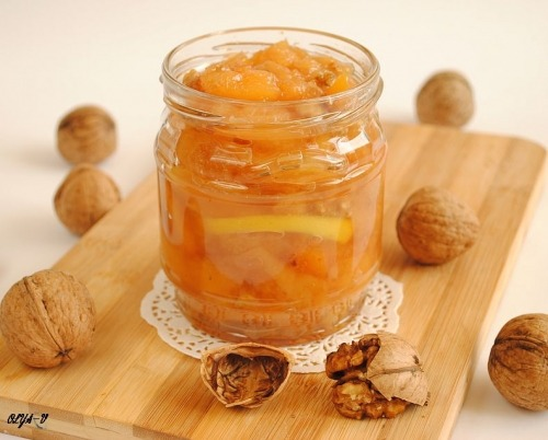 Quince jam with nuts and lemon