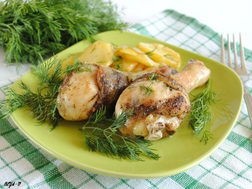 Курячі ніжки запечені з картоплею