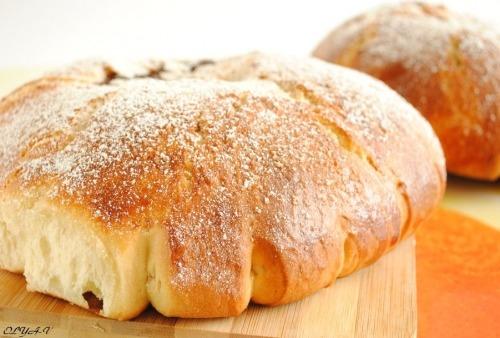 """""""Mouna"""" fancy bread with filling"""