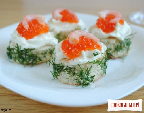 "Mini-sandwiches with red caviar ""Salieri"""