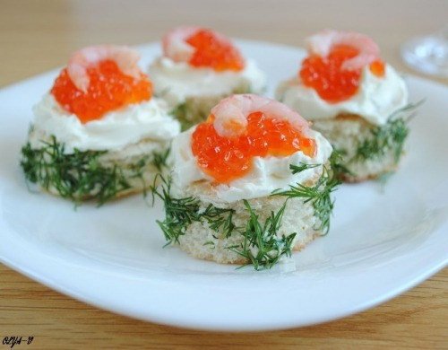"Mini-sandwiches with red caviar ""Salieri"""