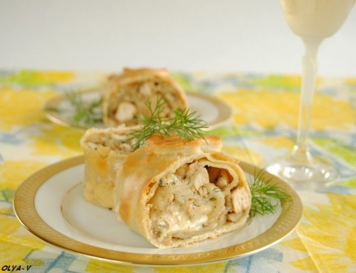 Strudel with chicken, mushrooms and cheese
