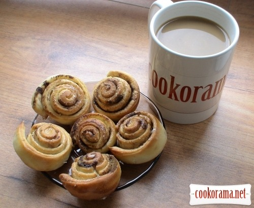 curlicues with cinnamon