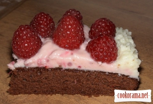 Cheese-chocolate dessert with raspberries
