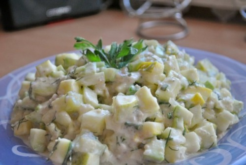 Salad from courgettes