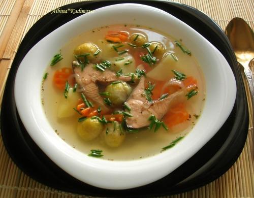 Суп з горбуші та брюссельської капусти