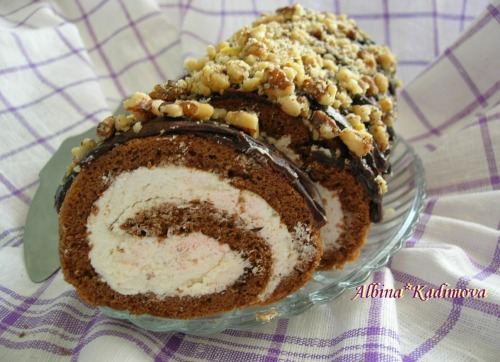 Шоколадно-арахисовый рулет