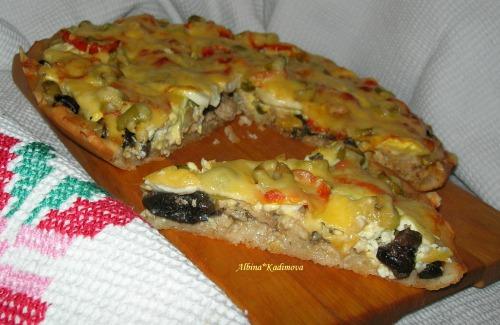 Піца з куркою і грибами