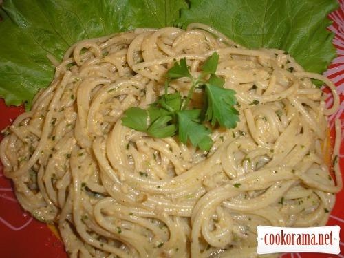 Спагетті з горіховим соусом