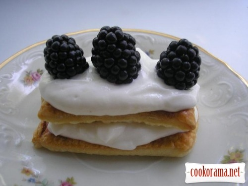 Cake with blackberry
